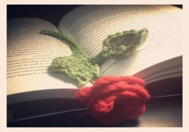 crochet a beautiful rose bookmark