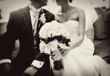 send you 1300+ Private Label Rights Articles about WEDDINGS can Be Used On Website For Promotion